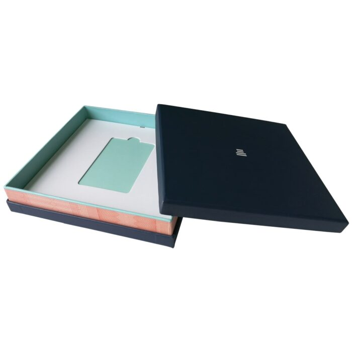 Custom cosmetic box packaging min